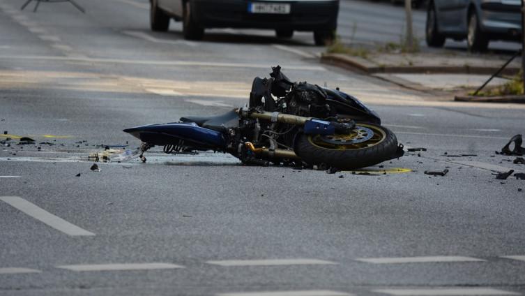 Rezultat slika za Saobraćajna nesreća kod Lukavca: Motociklista sletio u kanal i poginuo