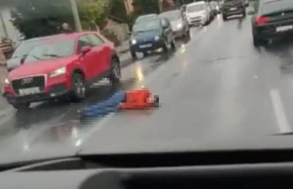 Zastrašujuće: Čovjek Leži Nasred Ceste, Auta Prolaze
