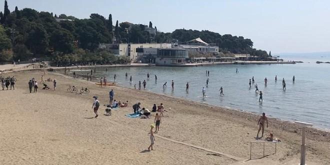 Popuštanje mjera i sunčano vrijeme: Splićani se kupali na ...